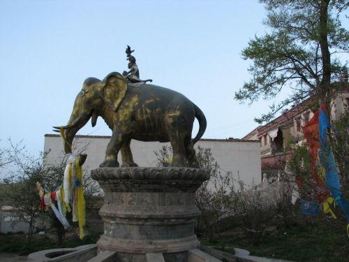 塔尔寺的金象