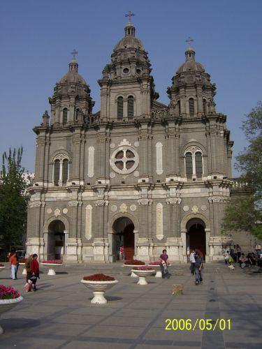 教堂南侧的附属建筑为西式小楼式样