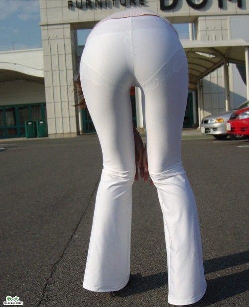 街头的白色紧身裤图片