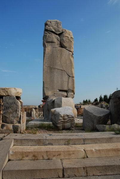 昭西陵是孝庄皇太后的陵墓,并不在清东陵的风水墙内,不属于清东
