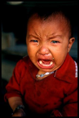 哭泣宝宝可爱图片