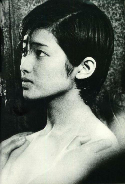 """一时的日本女星山口百惠,自1980 """"肥师奶"""",令人意外.   报道说图片"""