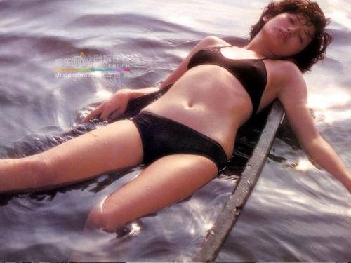 """一时的日本女星山口百惠,自1980 """"肥师奶图片"""