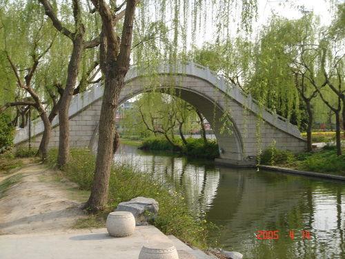 我站在桥上看风景